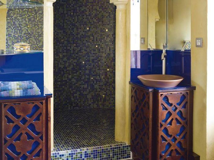 Les couleurs s invitent dans la salle de bains elle for Carrelage salle de bain couleur mauve