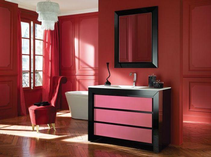 20 salles de bains color es elle d coration - Salle de bain rouge et noir ...