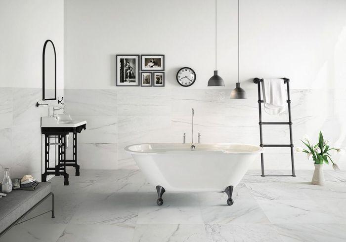 Un sol de salle de bains en grès