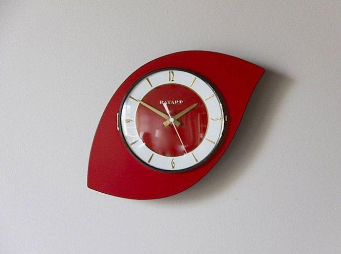 Horloge formica rouge