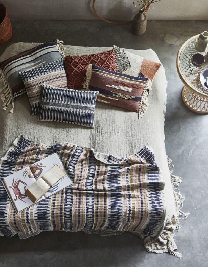 notre s lection de plaids pour passer l hiver au chaud elle d coration. Black Bedroom Furniture Sets. Home Design Ideas