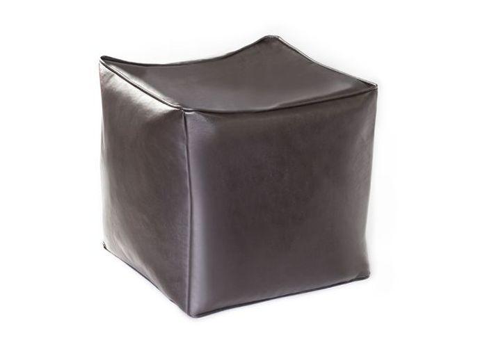 Un pouf en cuir