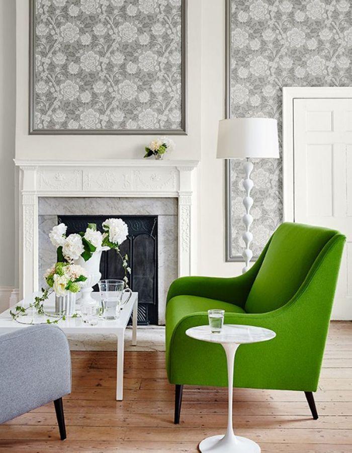 Un salon gris fleuri