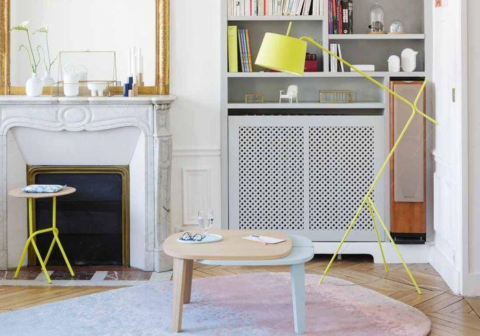 Salon jaune habillé de mobilier fluo