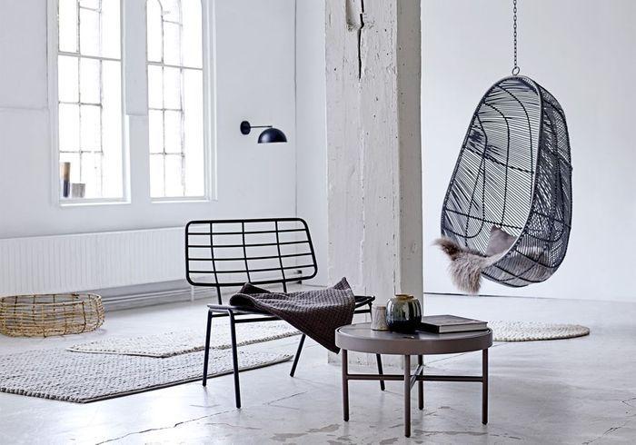 Un salon noir et blanc minimaliste