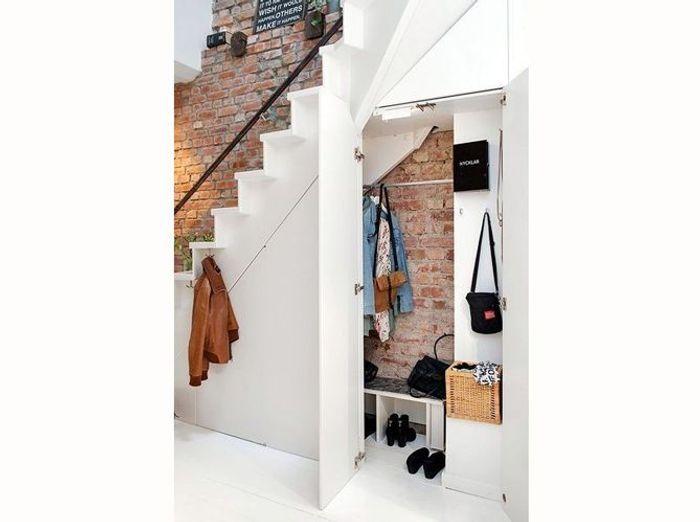 16 id es d co pour ne pas perdre d 39 espace sous l 39 escalier elle d co - Idee deco mur escalier ...