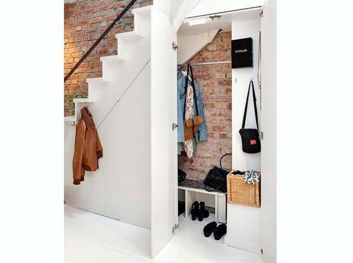15 id es de dressings pour un petit appartement elle - Amenagement sous escalier ikea ...