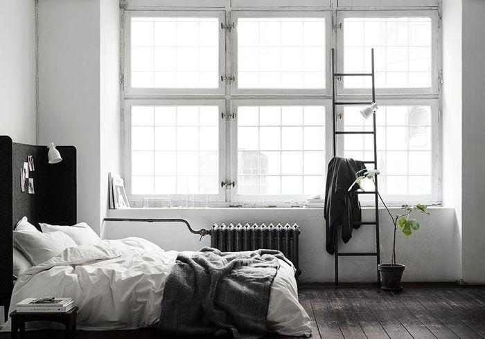 Deux séparateurs de bureau Ikea détournés en têtes de lit