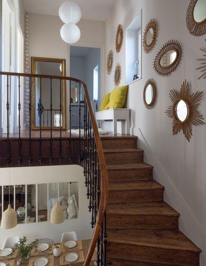 Multiplier les miroirs muraux pour un escalier déco
