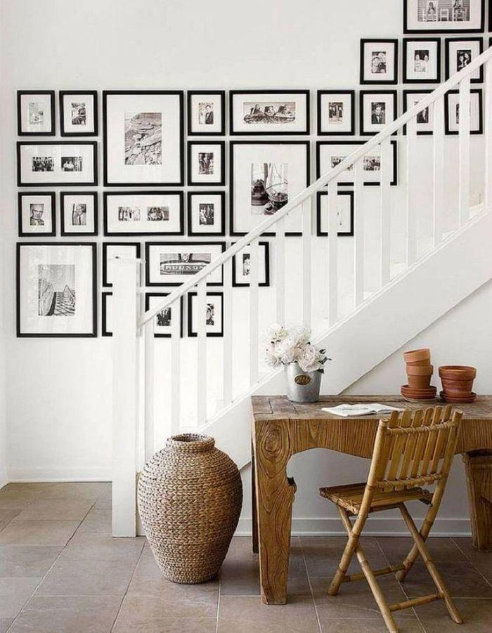 Habiller le mur de tableaux pour un escalier déco