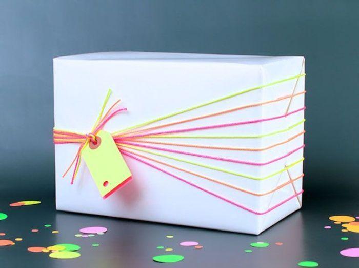 Un paquet cadeau fluo