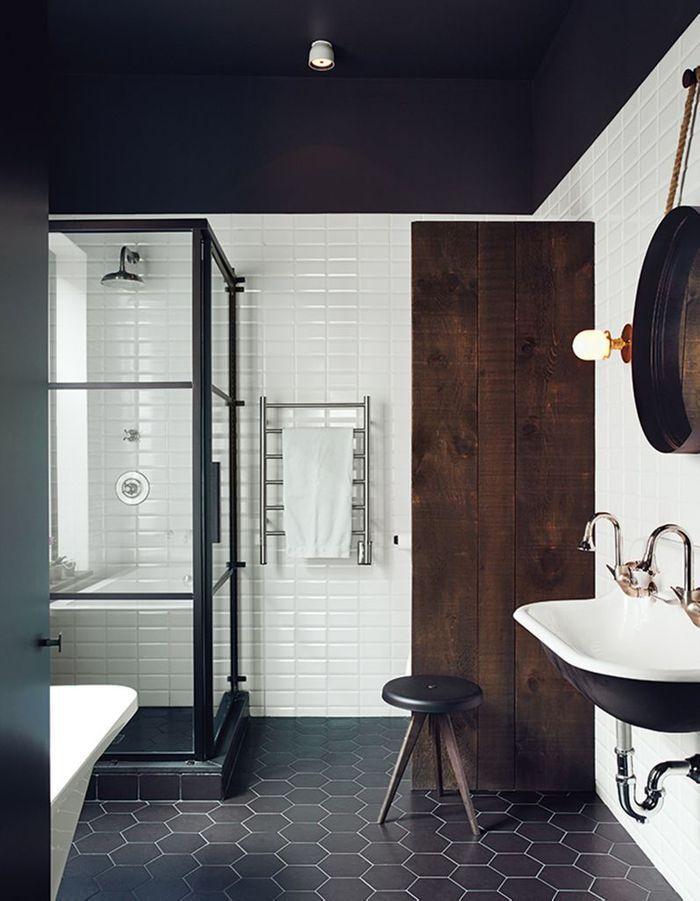Un plafond noir pour une salle de bains théâtralisée - Un plafond ...