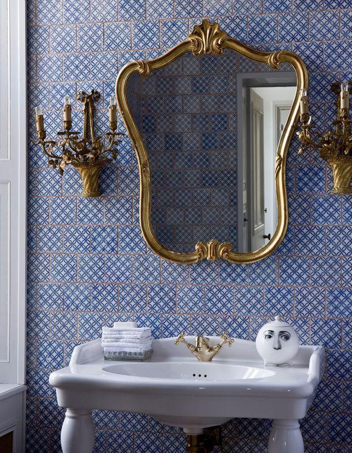 En bleu cobalt, les papiers peints se tiennent à carreau(x) !