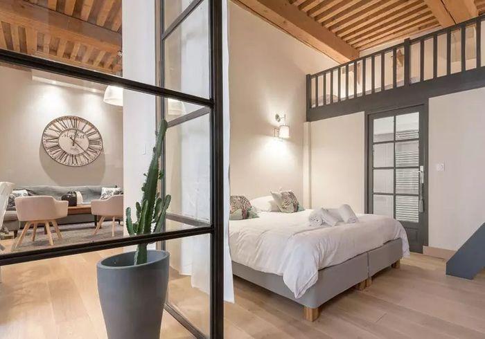 Airbnb lyon 20 appartements lofts et h tels for Appartement atypique lyon 2