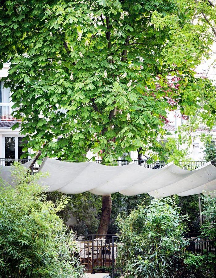 Terrasse des restaurants de la Maison du Danemark : temps suspendu