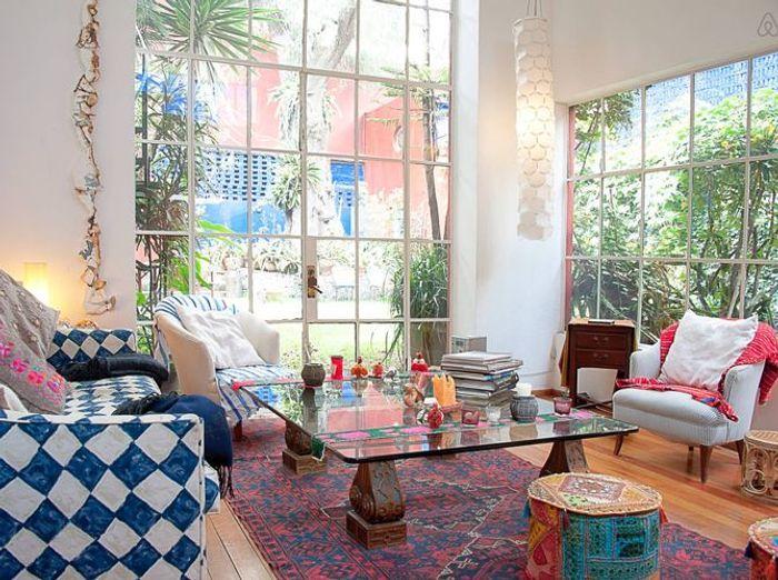 Salon avec baie vitree