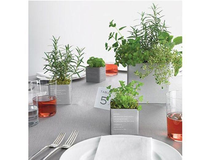 Un centre de table aromatique with dco chalet ikea for Salle de bain design avec décoration mariage antillais