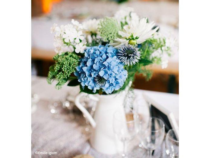 Fleurs mariage table mariee aux pieds nus 2