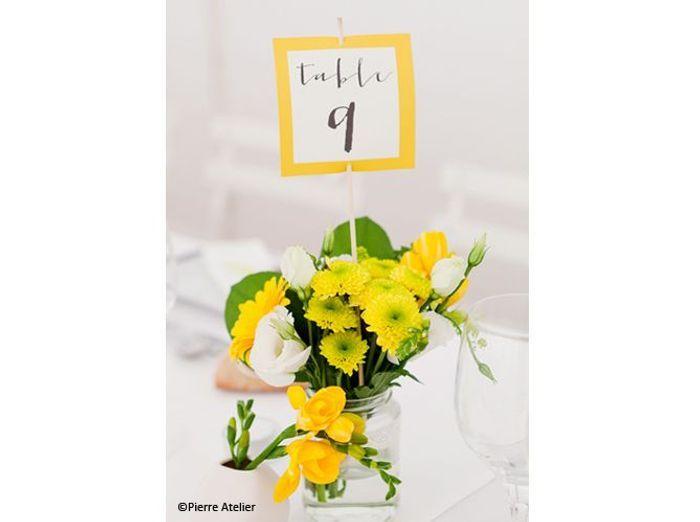 Fleurs mariage table mariee aux pieds nus