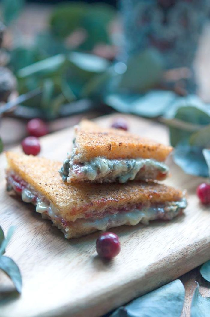 Croque-monsieur roquefort confiture de cranberry