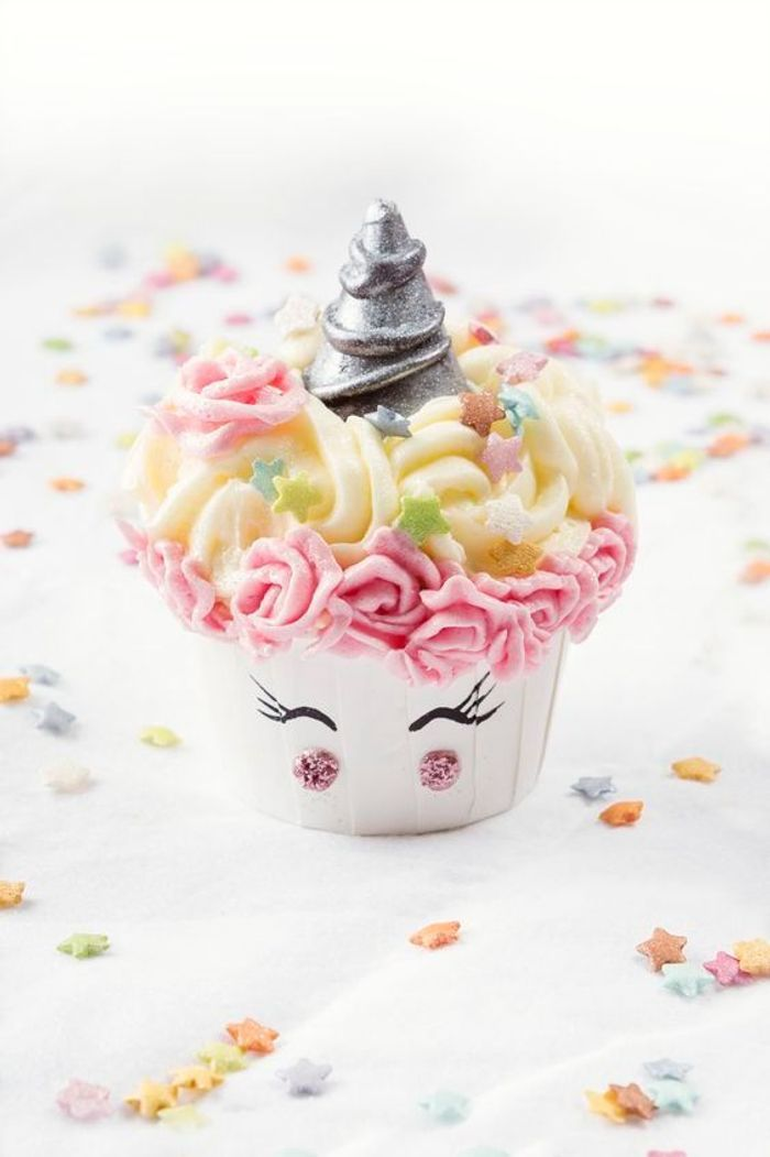 G teau licorne paillettes 10 id es de g teaux licorne for Decoration gateau licorne