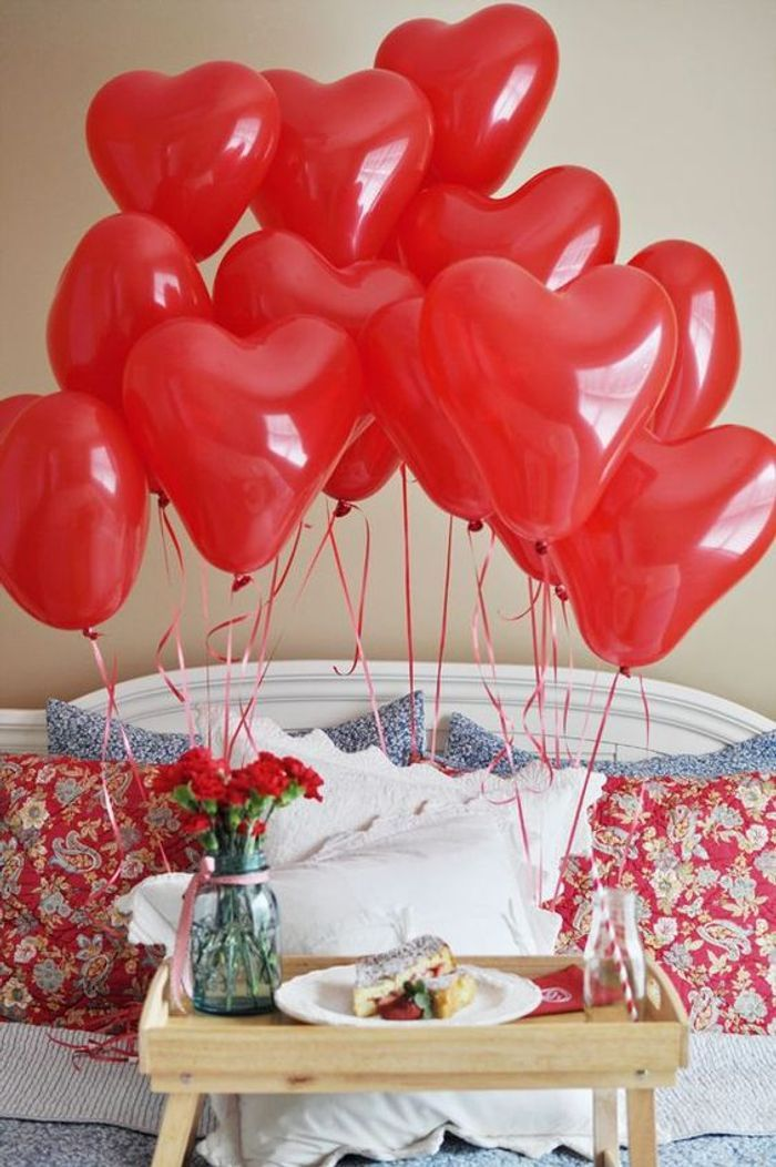 un petit d jeuner romantique avec des ballons 10 id es. Black Bedroom Furniture Sets. Home Design Ideas