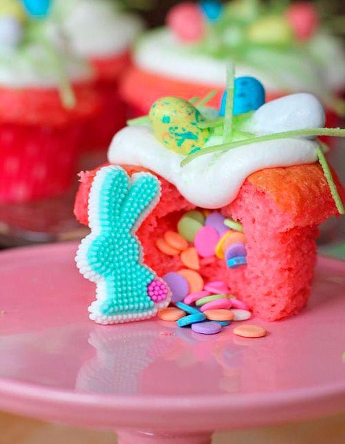 Cupcakes Pi Ata De P Ques Pinata Cake 12 G Teaux Bluffants Rep R S Sur Pinterest Elle Table