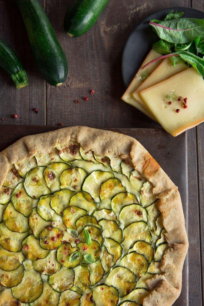 Tarte rustique aux courgettes et raclette 10 id es pour moderniser sa raclette elle table - Des idees pour la cuisine ...