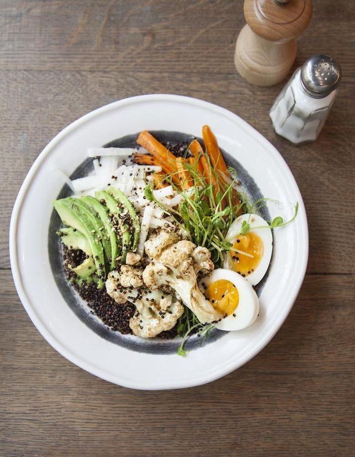 Avocado bowl au quinoa croustillant