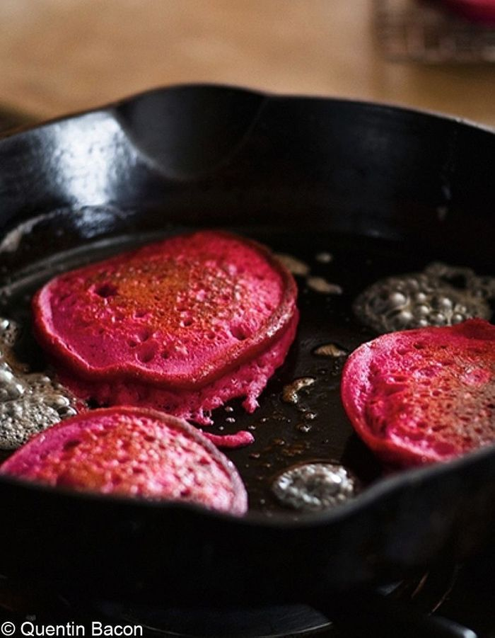 Pancakes de quinoa à la betterave rouge