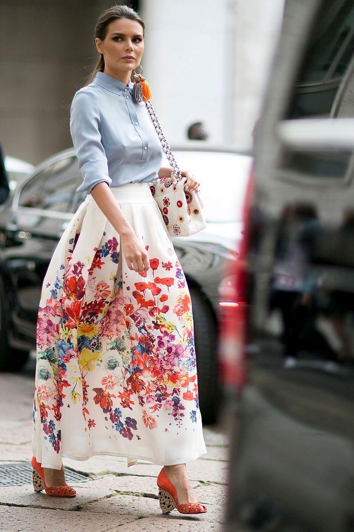 Une jupe longue à fleurs + une blouse en soie