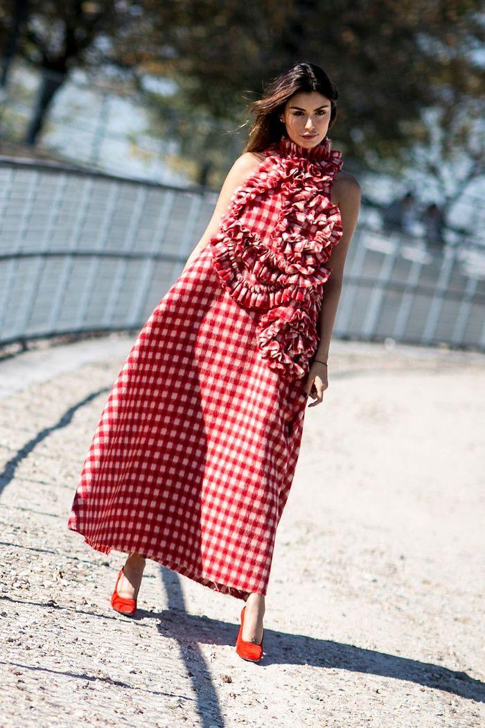 Une longue robe vichy + des escarpins ton sur ton