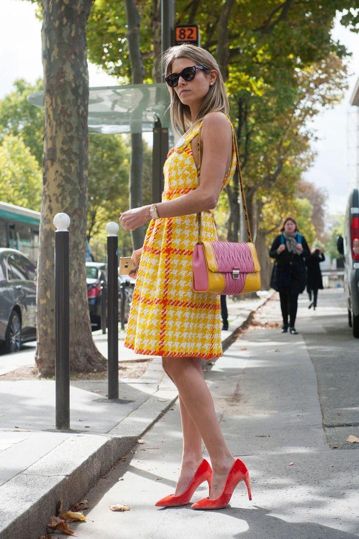 Une robe en tweed + des escarpins flashy