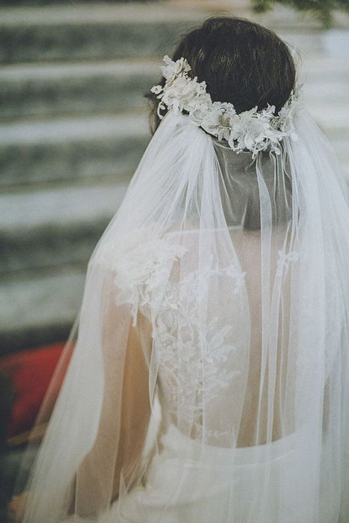 coiffure mariage avec couronne et voile. Black Bedroom Furniture Sets. Home Design Ideas