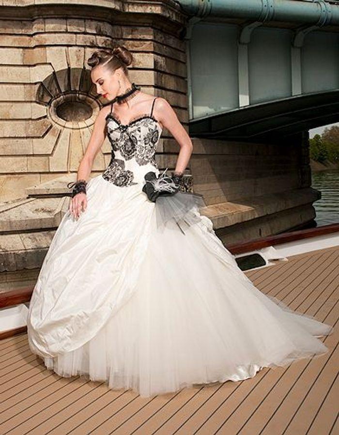 Mariage guide shopping robe eli shay balerine ecrue noir1 for Boutiques de robes de mariage de miami