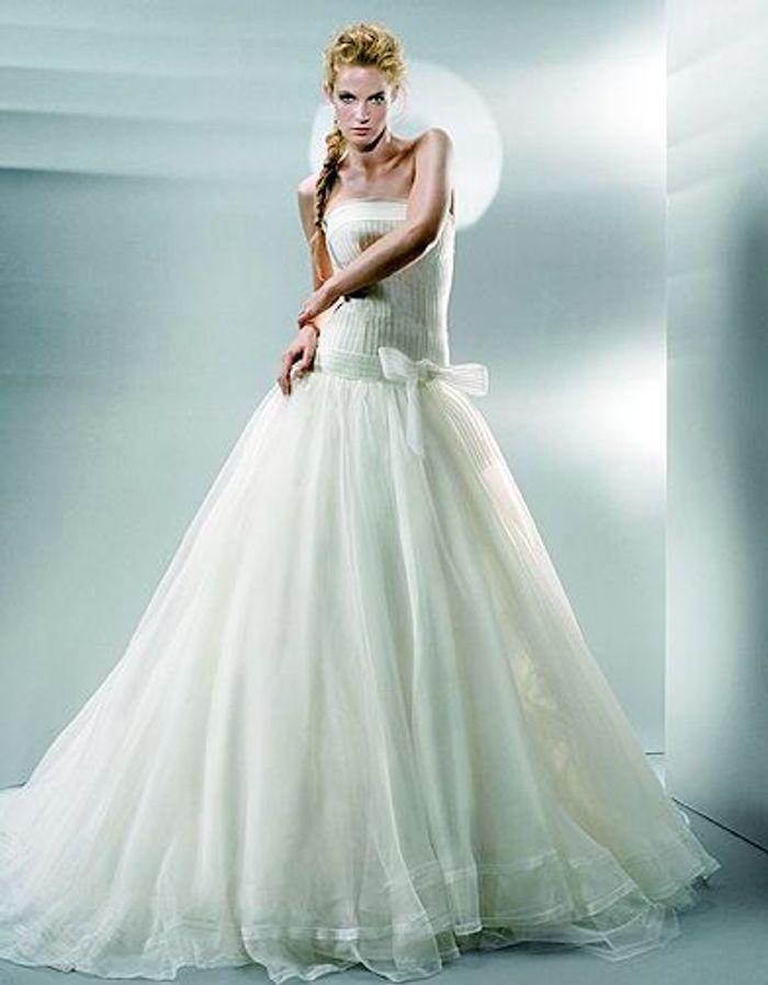 mode tendance shopping mariage robe mariee 1030 jesus peiro robe de mariage elle. Black Bedroom Furniture Sets. Home Design Ideas
