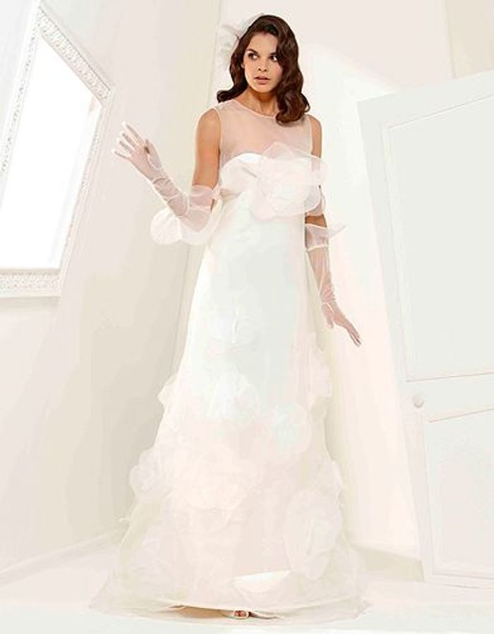 mode tendance shopping mariage robe mariee suzann hermann valentine robe de mariage elle. Black Bedroom Furniture Sets. Home Design Ideas