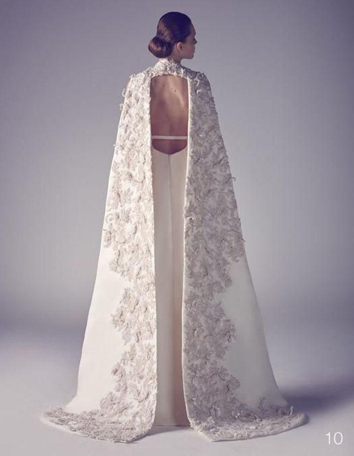 robe de mari e de princesse avec cape 66 robes de mari e de princesse qui font r ver elle. Black Bedroom Furniture Sets. Home Design Ideas