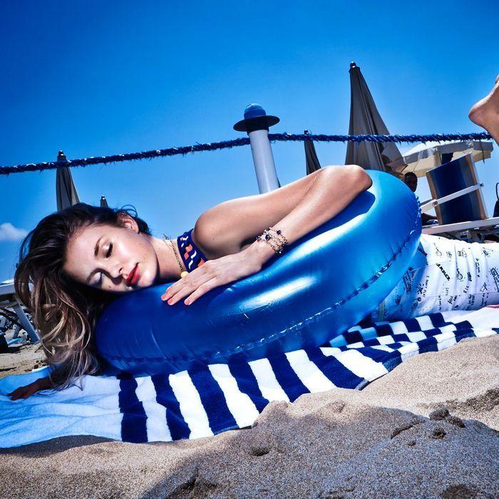 Bermuda arty bouche cerise l 39 art de s 39 habiller la plage elle - L art d habiller la table ...
