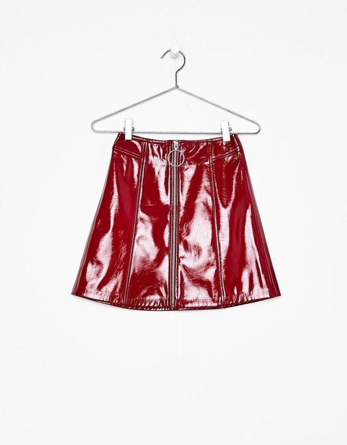minijupe en cuir rouge bershka 100 nouveaut s moins de. Black Bedroom Furniture Sets. Home Design Ideas