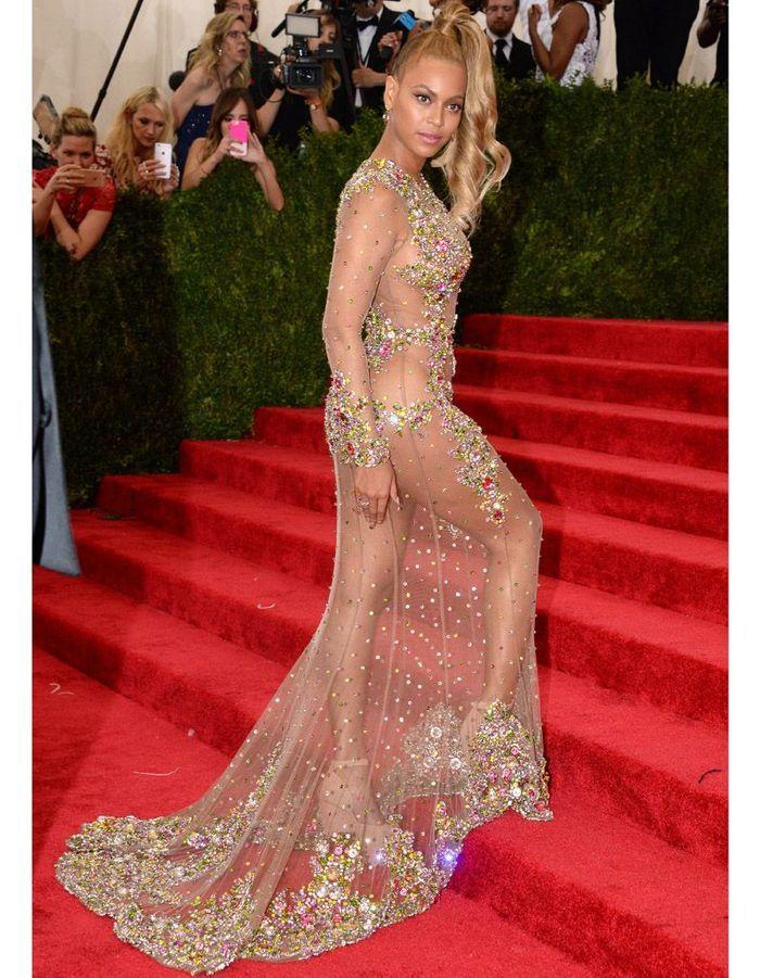 Beyoncé en robe transparente