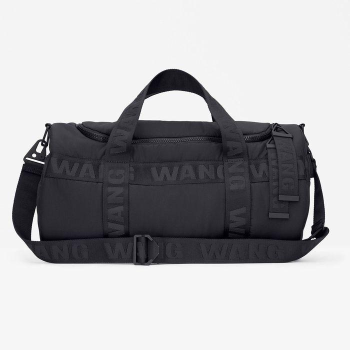 sac de sport alexander wang pour h m alexander wang pour h m la collection sort demain elle. Black Bedroom Furniture Sets. Home Design Ideas