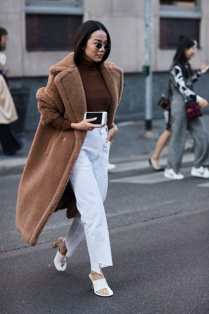Gros manteau + col roulé + jean blanc