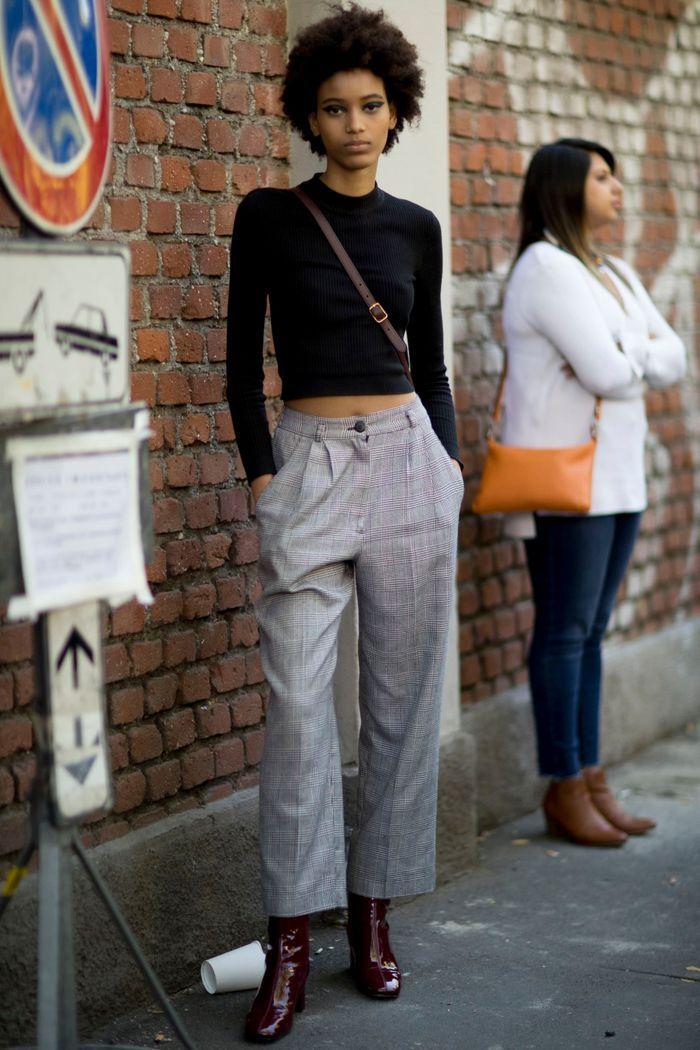 Top basique noir + pantalon à carreaux