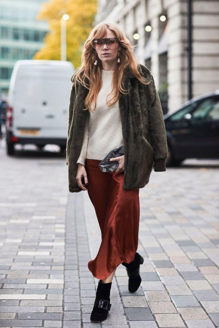 Avec un pull en laine et une paire de bottines
