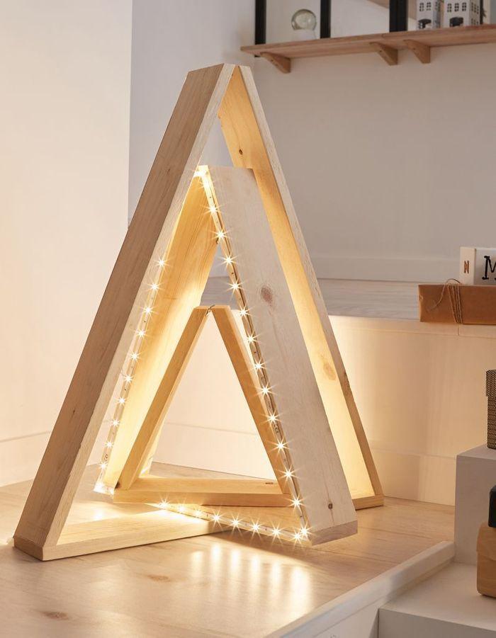 un sapin de no l en bois lumineux diy comment faire un sapin de no l en bois elle. Black Bedroom Furniture Sets. Home Design Ideas