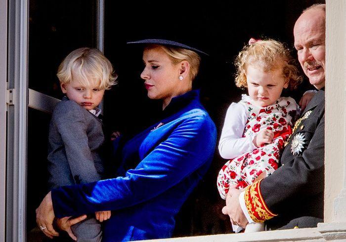 Le couple princier, Albert et Charlène, et leurs jumeaux, Jacques et Gabriella