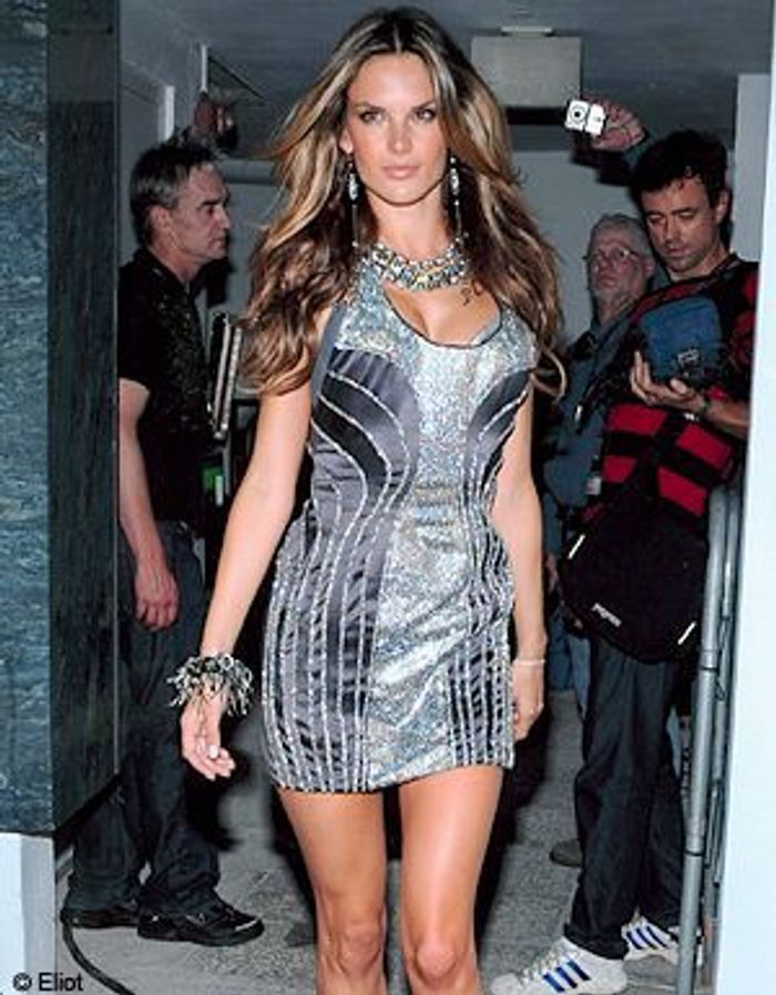 Femme fatale robe de soir e black ou bright elle - Femme pulpeuse image ...