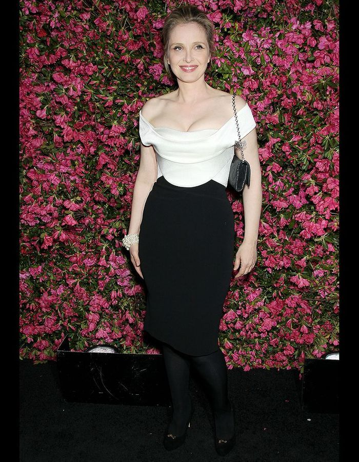 julie delpy le d ner chanel au festival de tribeca 2013 elle. Black Bedroom Furniture Sets. Home Design Ideas