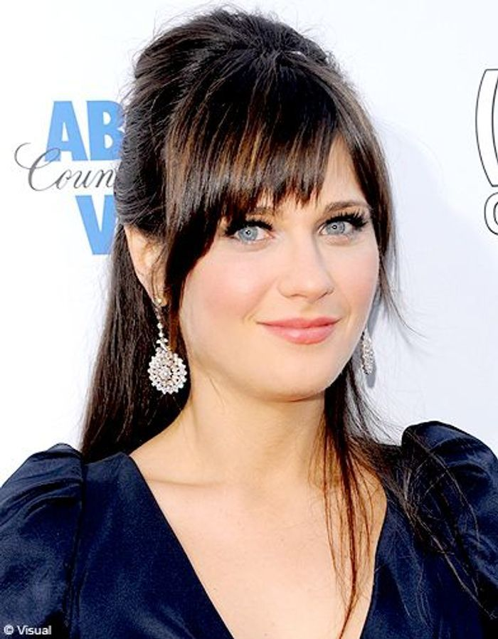 zooey deschanel coque avec sa frange les coiffures de. Black Bedroom Furniture Sets. Home Design Ideas